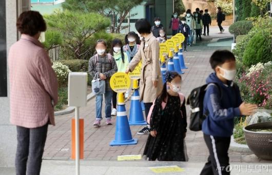[사진]전국 전국 유·초·중·고 등교 인원 제한 완화
