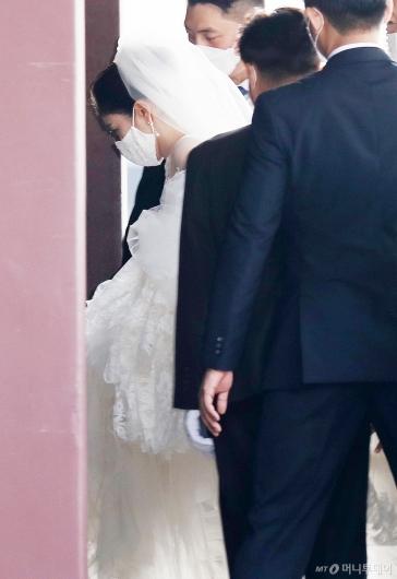 [사진]웨딩드레스 입은 아모레 장녀 서민정