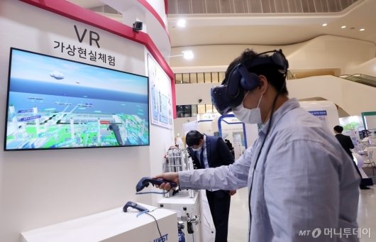 [사진]한국동서발전, VR로 체험하는 수소 기술력
