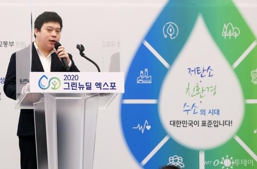 [사진]발표하는 김영환 NH투자증권 애널리스트