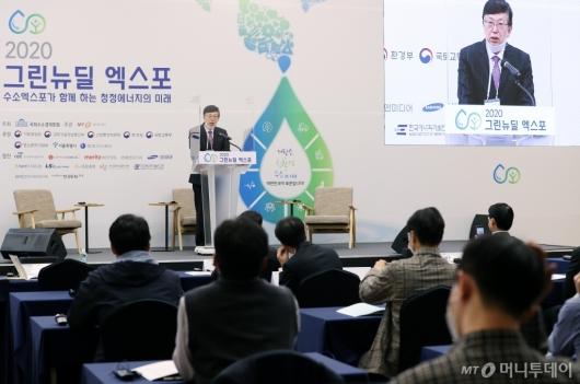 [사진]개회사하는 이홍기 우석대 교수