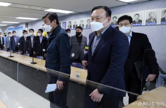 [사진]단체교섭 위해 입장하는 삼성전자 노사