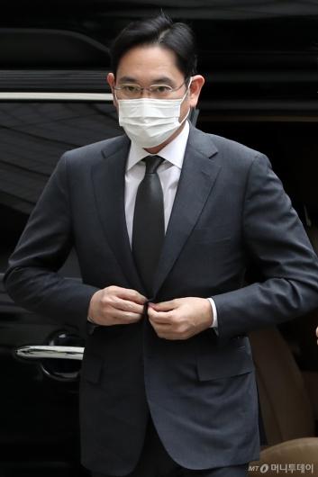 [사진]국정농단 파기환송심 출석하는 이재용