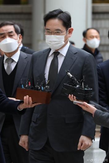 [사진]파기환송심 출석하는 이재용 부회장