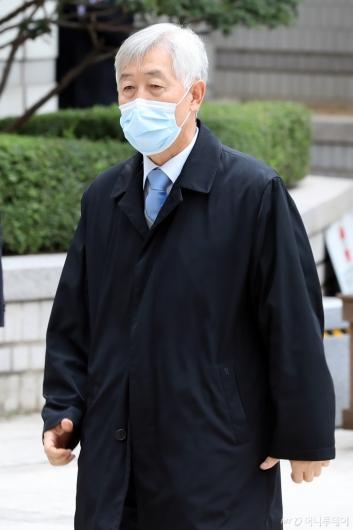[사진]법원 출석하는 최지성