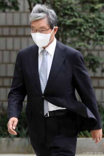 [사진]법원 출석하는 장충기