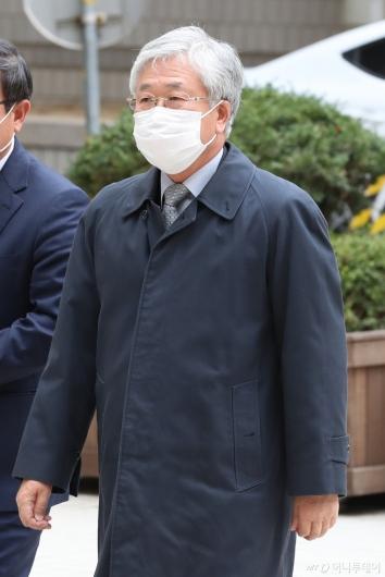 [사진]법원 출석하는 박상진 전 사장
