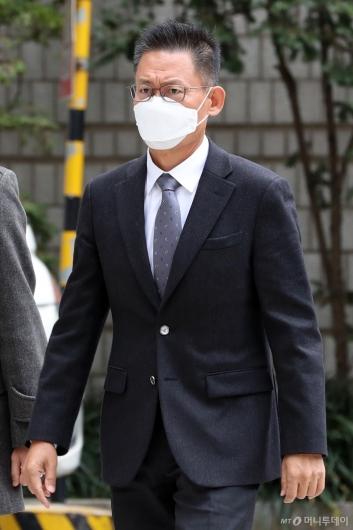 [사진]법원 출석하는 황성수 전 전무