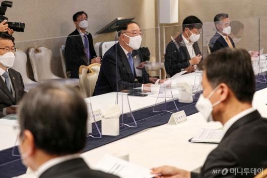 [사진]홍남기, 부동산시장 점검 관계장관회의 주재