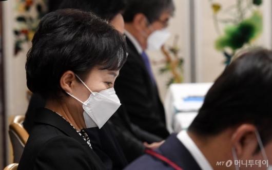 [사진]부동산시장 점검 회의 참석한 김현미 장관