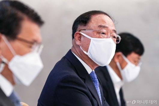 [사진]'부동산 점검 회의' 발언하는 홍남기 부총리