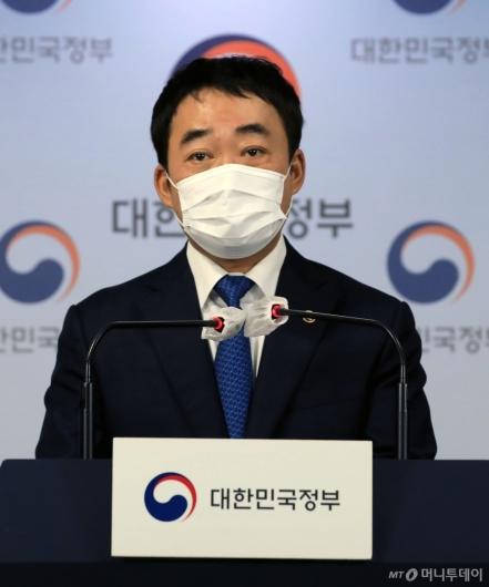 [사진]서민·중산층 주거안정 지원방안 설명하는 김학진 행정2부시장