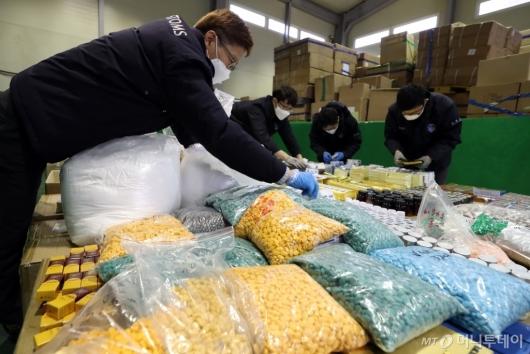 [사진]중국서 1천100억원대 가짜 성 기능 의약품 원료 밀수