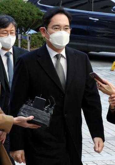[사진]파기환송심 재판 출석하는 이재용 부회장