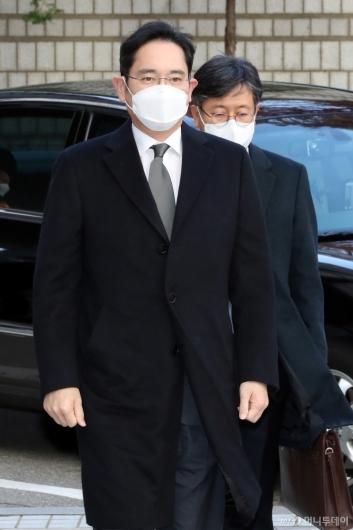 [사진]이재용 부회장, 국정농단 사건 파기환송심 재판 출석