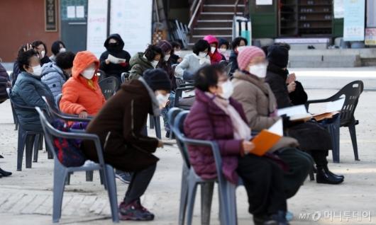 [사진]수능 기도 하는 학부모들
