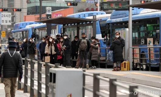[사진]오늘부터 시내버스 야간시간대 감축운행