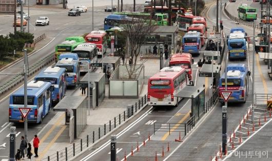 [사진]대중교통 감축 운행