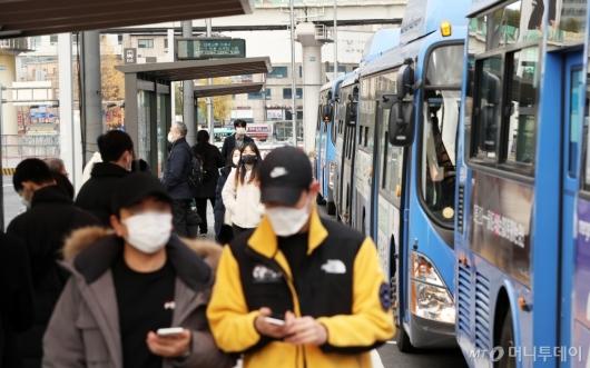 [사진]오늘부터 야간시간 대중교통 감축 운행