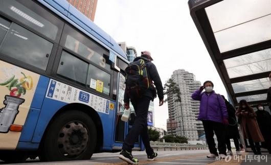 [사진]서울시, 대중교통 감축 운행