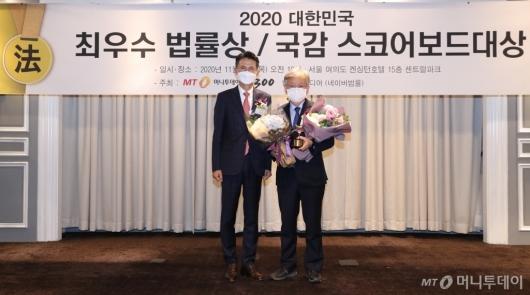 [사진]권칠승 의원, 2020 국정감사 스코어보드 대상 수상