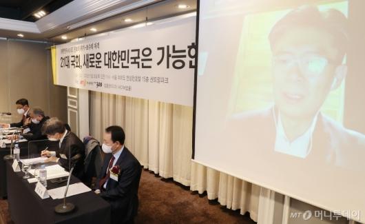 [사진]'21대 국회, 새로운 대한민국은 가능한가' 발언하는 조정훈 의원