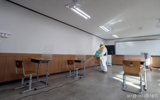 [사진]수능 D-2, 고사장 특별실 방역 철저