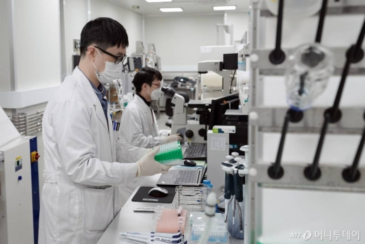 SK바이오사이언스, 서울대병원과 손잡고 코로나 백신 임상