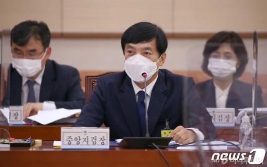 이성윤, 명예퇴직·연금 알아봤다…尹 수사 차장검사도 사표