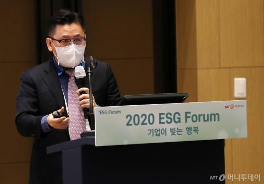 [사진]발표하는 윤덕찬 지속가능발전소 대표이사
