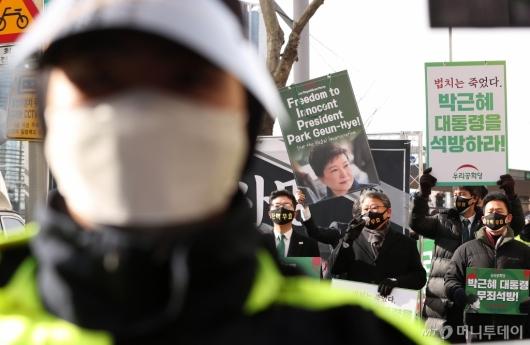 [사진]'법치 사망' 발언하는 조원진 대표