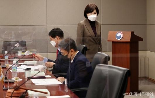 [사진]긴급전원위 참석하는 전현희권익위원장