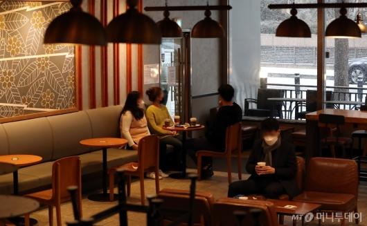 [사진]다시 테이블 놓여진 카페