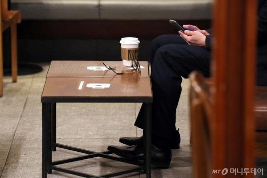 [사진]오늘부터 카페 매장 내 취식 가능