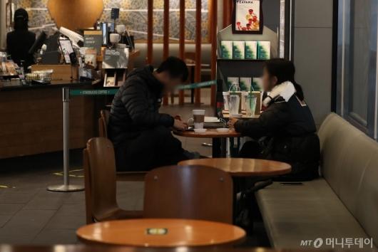 [사진]오늘부터 카페서 1시간 이용 가능