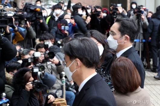 [사진]이재용 부회장, 국정농단 사건 파기환송심 선고 공판 출석