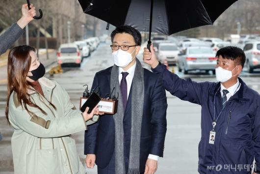 [사진]질문에 답하는 김진욱 초대 공수처장