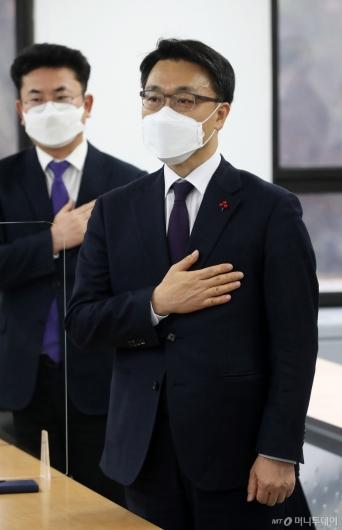 [사진]국민의례하는 김진욱 초대 공수처장