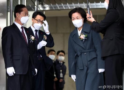 [사진]공수처 현판식 참석한 추미애 장관
