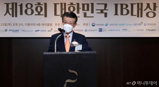 [사진]축사하는 최훈 금융위원회 상임위원