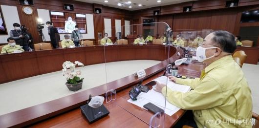 [사진]홍남기 부총리, 비상경제중대본회의 주재