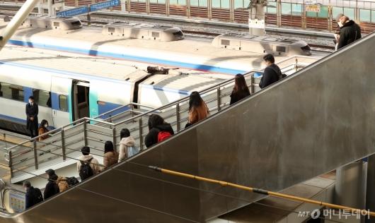 [사진]설 명절 하루 앞둔 서울역