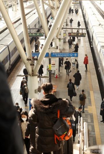 [사진]설 앞두고 한산한 서울역 승강장
