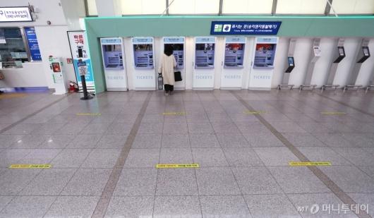 [사진]설 기차표 비대면 예매, 한산한 매표소