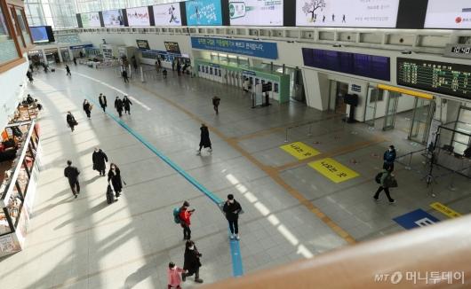 [사진]설 하루 앞두고 비교적 한산한 서울역