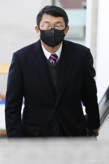 [사진]선고 공판 출석하는 김석균 전 해경청장
