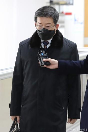 [사진]선고 공판 출석하는 김문홍 전 목포해양경찰서장