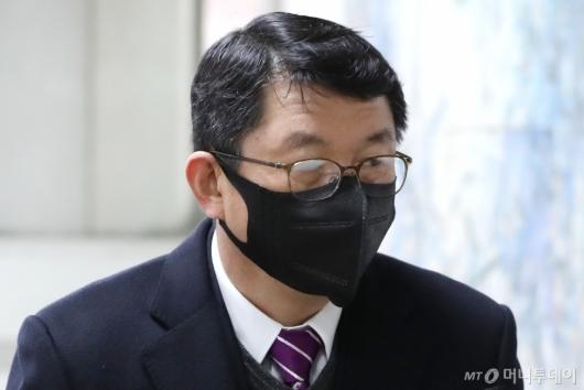 [사진]'세월호 부실 구조' 김석균, 1심 선고 공판 출석