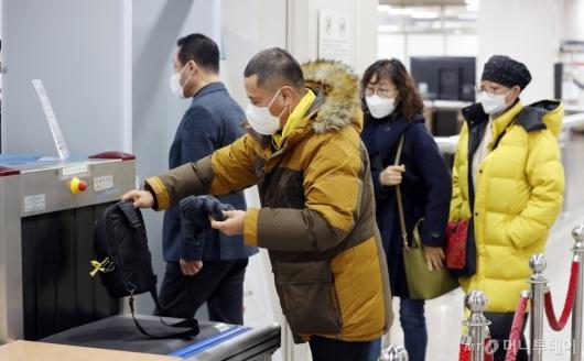 [사진]해경 지휘부 1심 선고 공판 참석하는 세월호 유가족들
