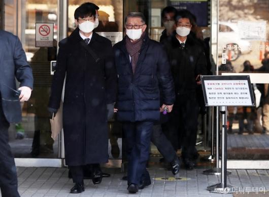 [사진]영장실질심사 마친 최신원 회장